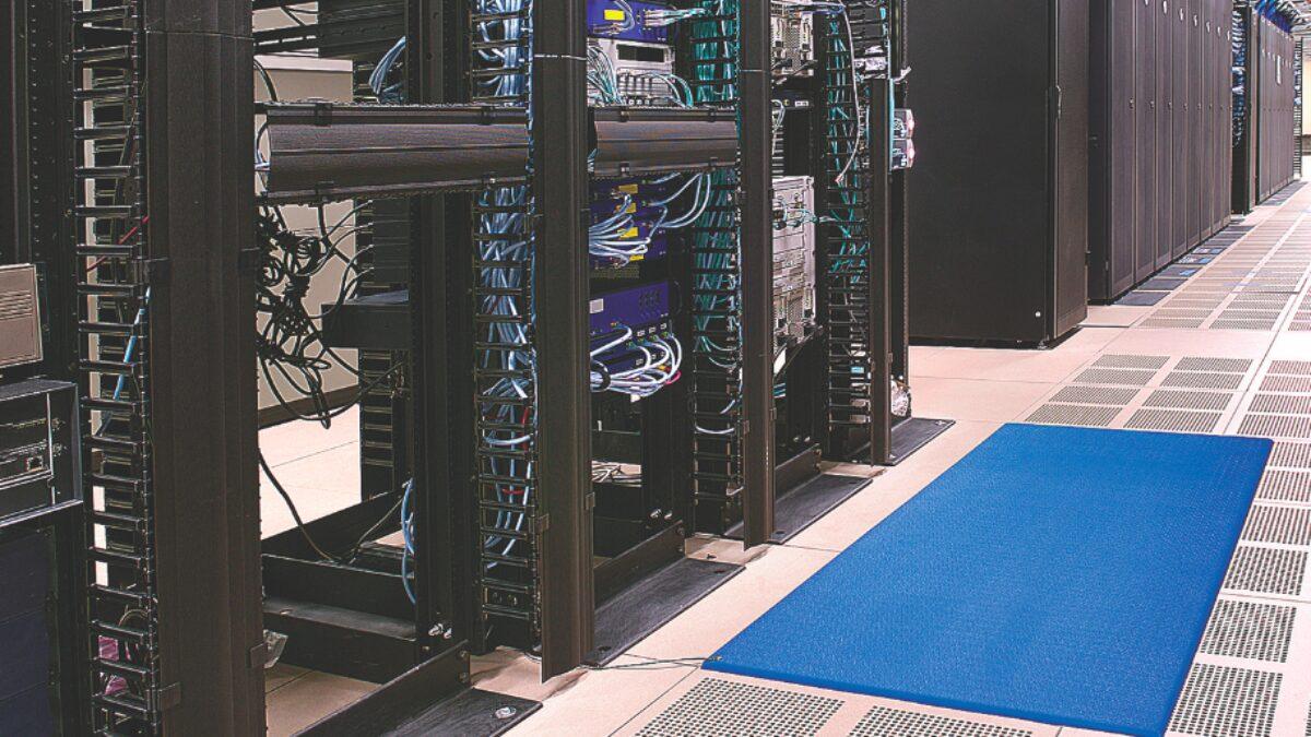 Zed Land ESD est un tapis antifatigue conçu pour les environnements sensibles à l'électricité statique.