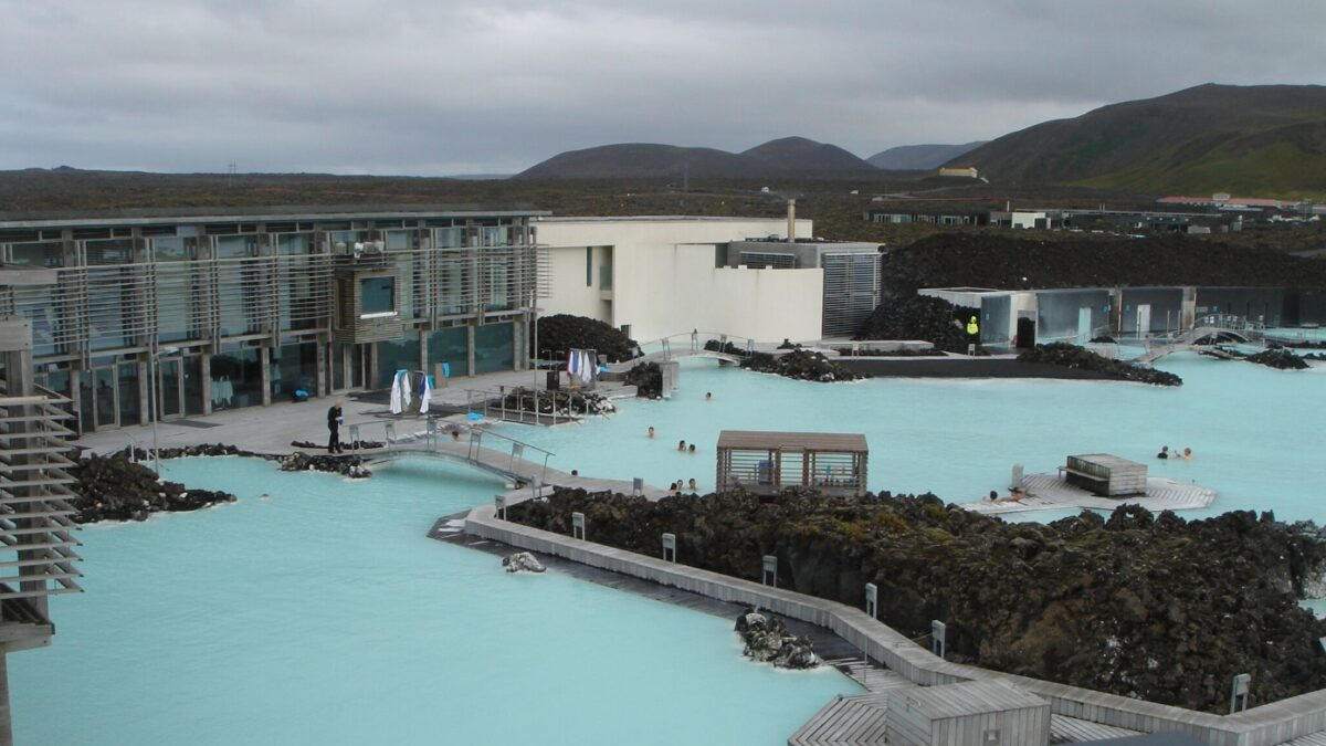At the Blue Lagoon spa in Iceland, Plastex Heronrib matting has been installed on decking, jetties and in changing rooms to create a hygienic, comfortable and slip-resistant surface for guests.