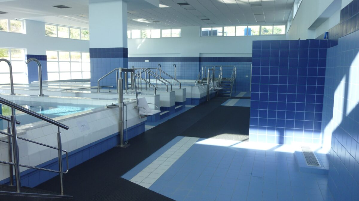 An Athens rehabilitation hospital has installed Plastex barefoot matting Heronrib around the parameters of their physiotherapy pool.