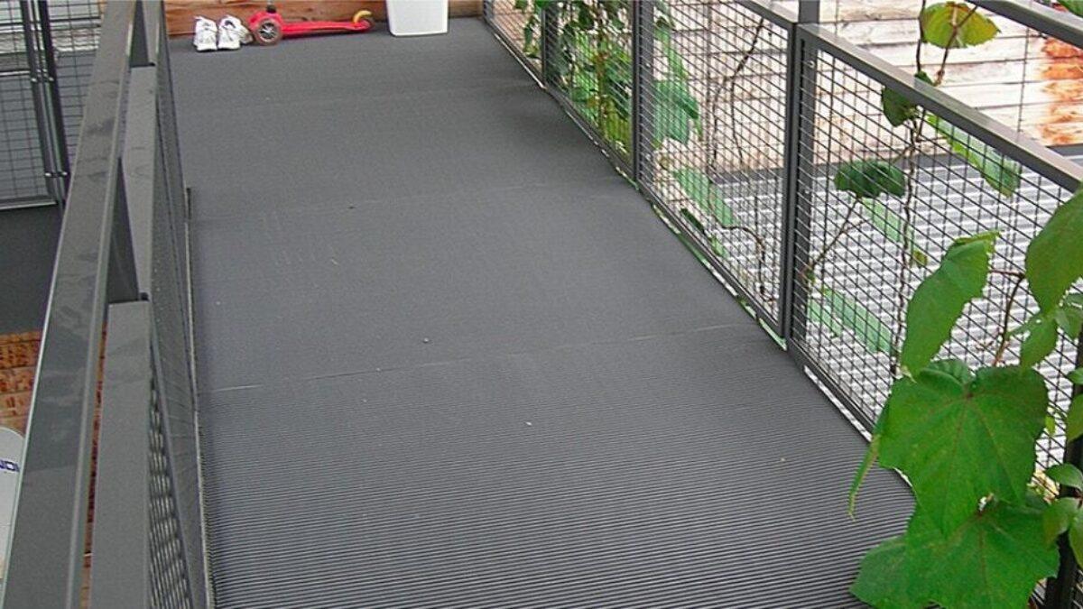 Les tapis résidentiels Plastex sont conçus pour les cages d'escalier, les entrées, les allées et les zones de loisirs.
