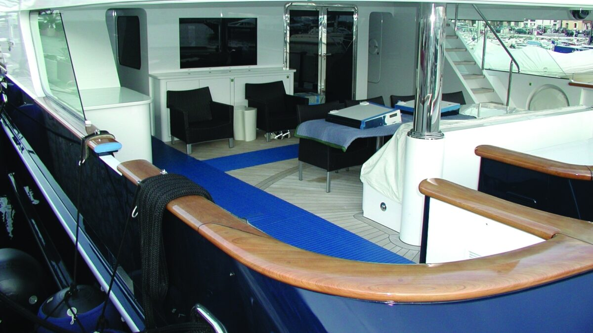 Plastex marine matting delivers drainage, slip resistance and surface protection.