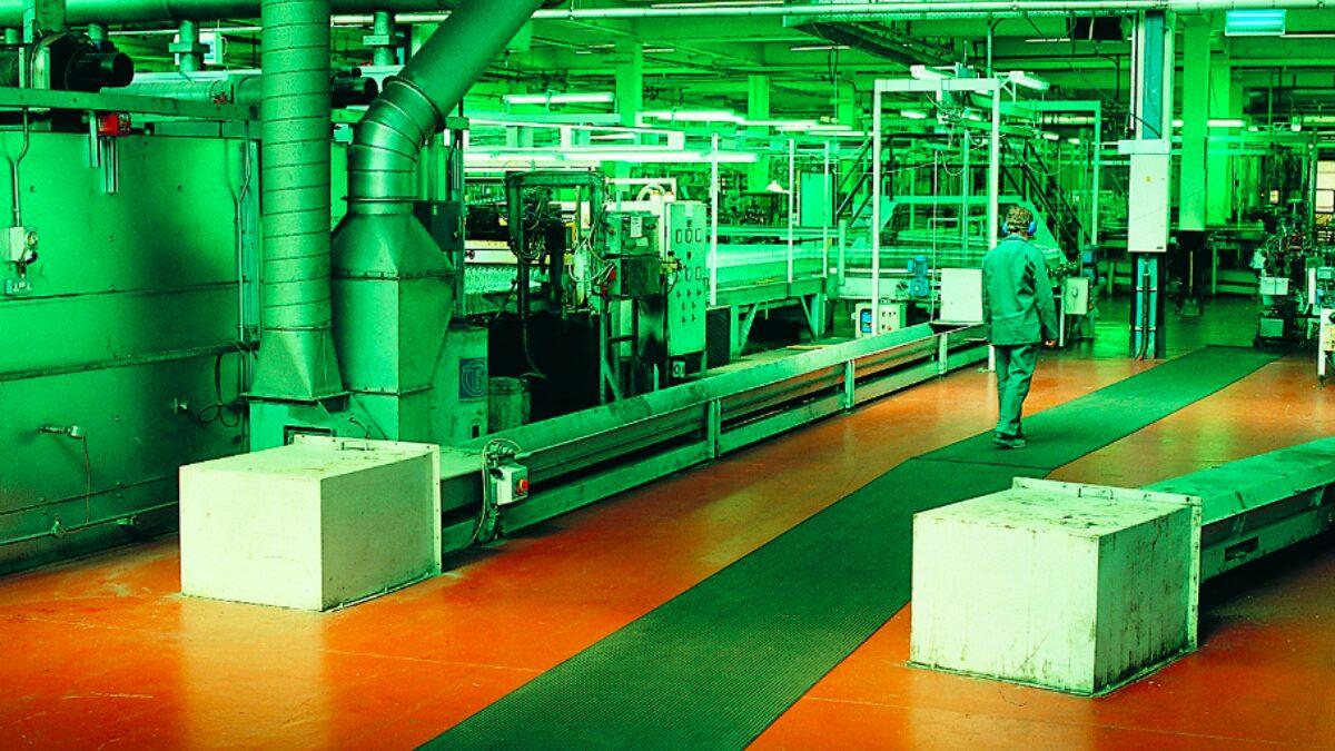 Los pavimentos de Plastex para fábricas están diseñados para zonas de trabajo, áreas de empaquetado y plantas de maquinaria.