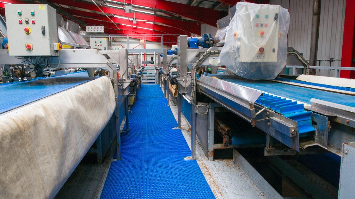 Plastex workplace matting delivers slip resistance and anti-fatigue properties.